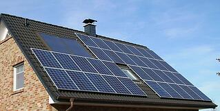 640px-Solar_panels_on_a_roof.jpg